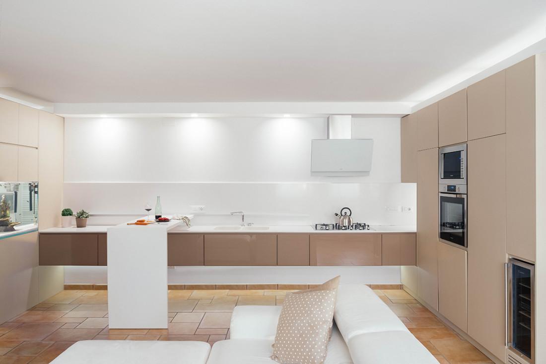 Casa_A+M. Manuarino Architettura. Appartamento a Monte di Procida, Napoli. tavolo, design, progettazione, architettura, Falegnameria, cantina, sliding top, lavello integrato