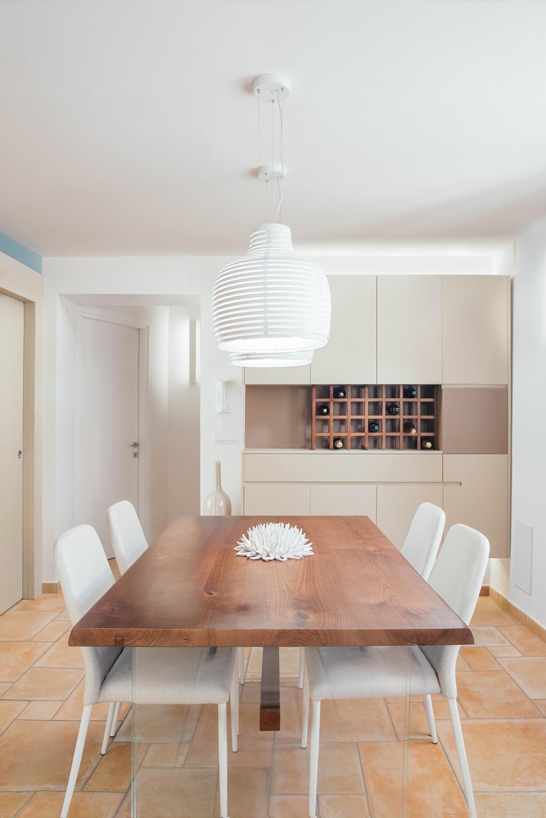 Casa_A+M. Zona Pranzo. Manuarino Architettura. Appartamento a Monte di Procida, Napoli. tavolo, design, progettazione, architettura, Falegnameria, cantina