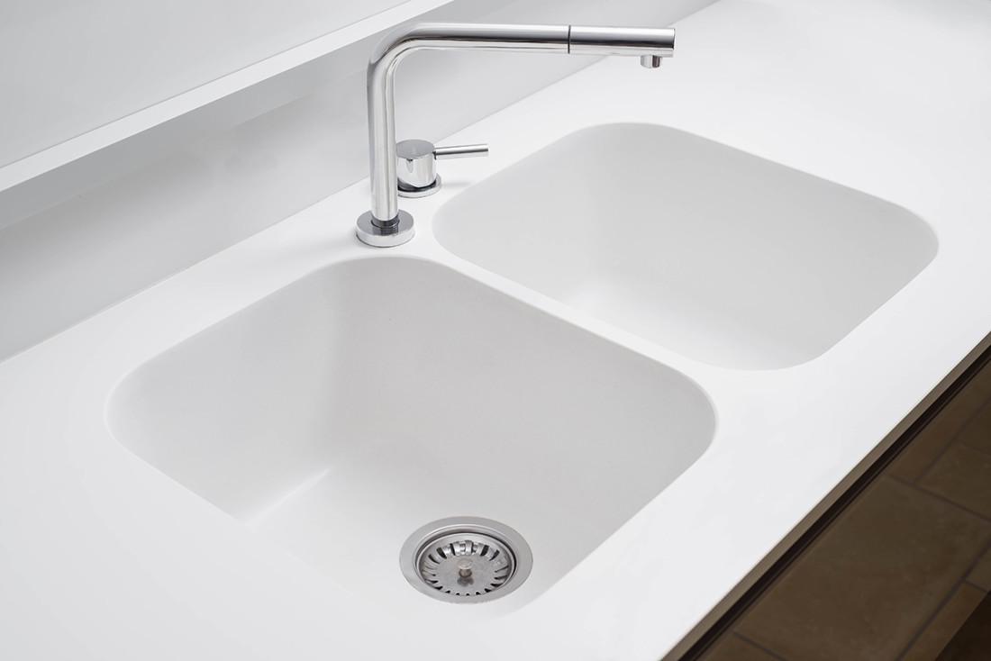 Casa_A+M. Lavello integrato. Quarzo, quarzo resina, quartz. Manuarino Architettura. Appartamento a Monte di Procida, NA