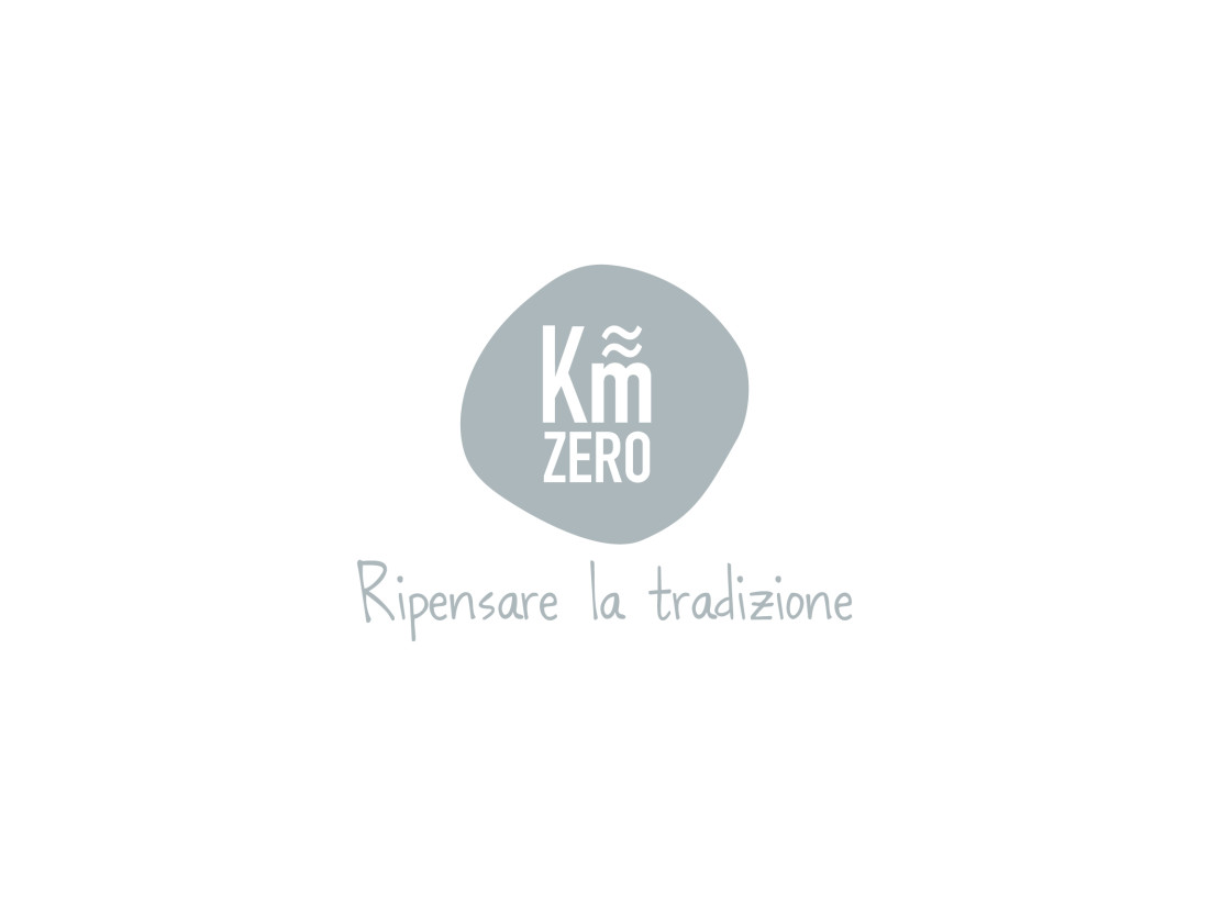 kmquasizero. Logo design. Pay-off. Manuarino comunicazione